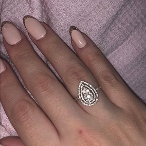 Jewelry - Authentic 14kt gold ring with authentic diamonds